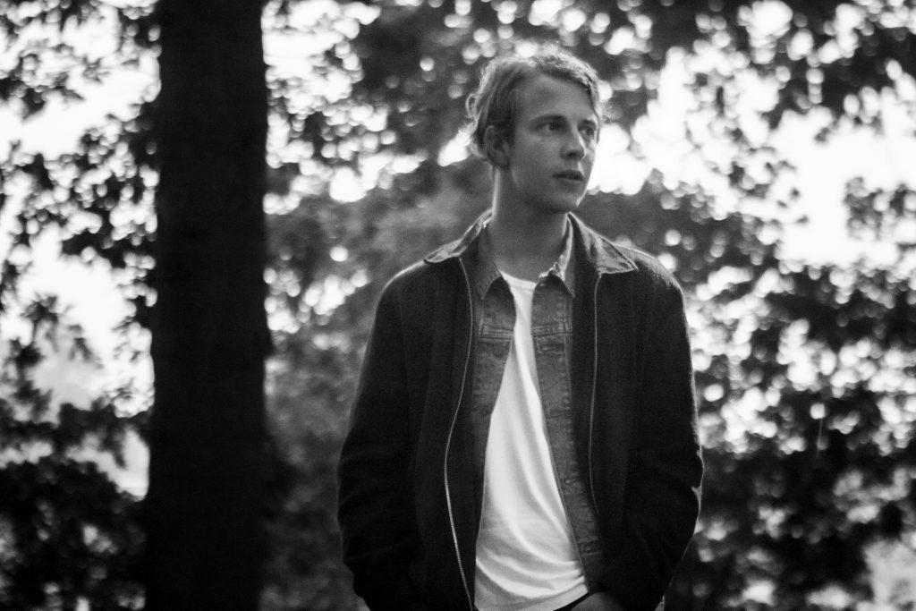 Interview Tom Odell: 'Muziek moet vanuit je instinct komen, het moet niet helemaal uitgedacht zijn'