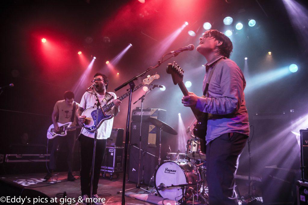 Canshaker Pi houdt zich in tijdens concert in Vera