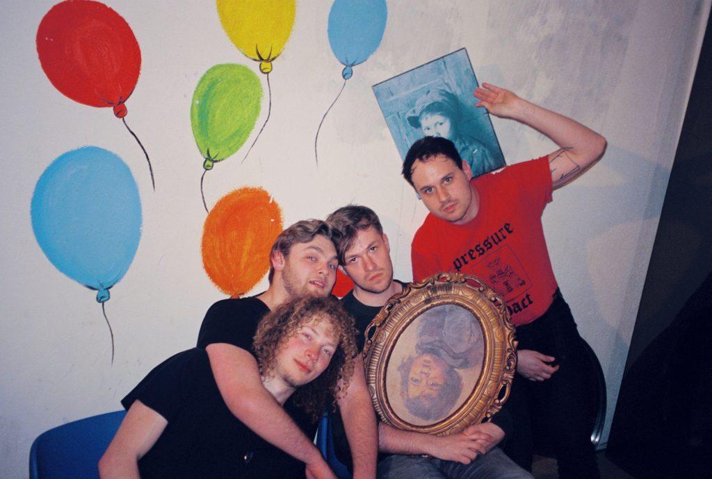 To Adelaide: Dit is geen gezellig album geworden